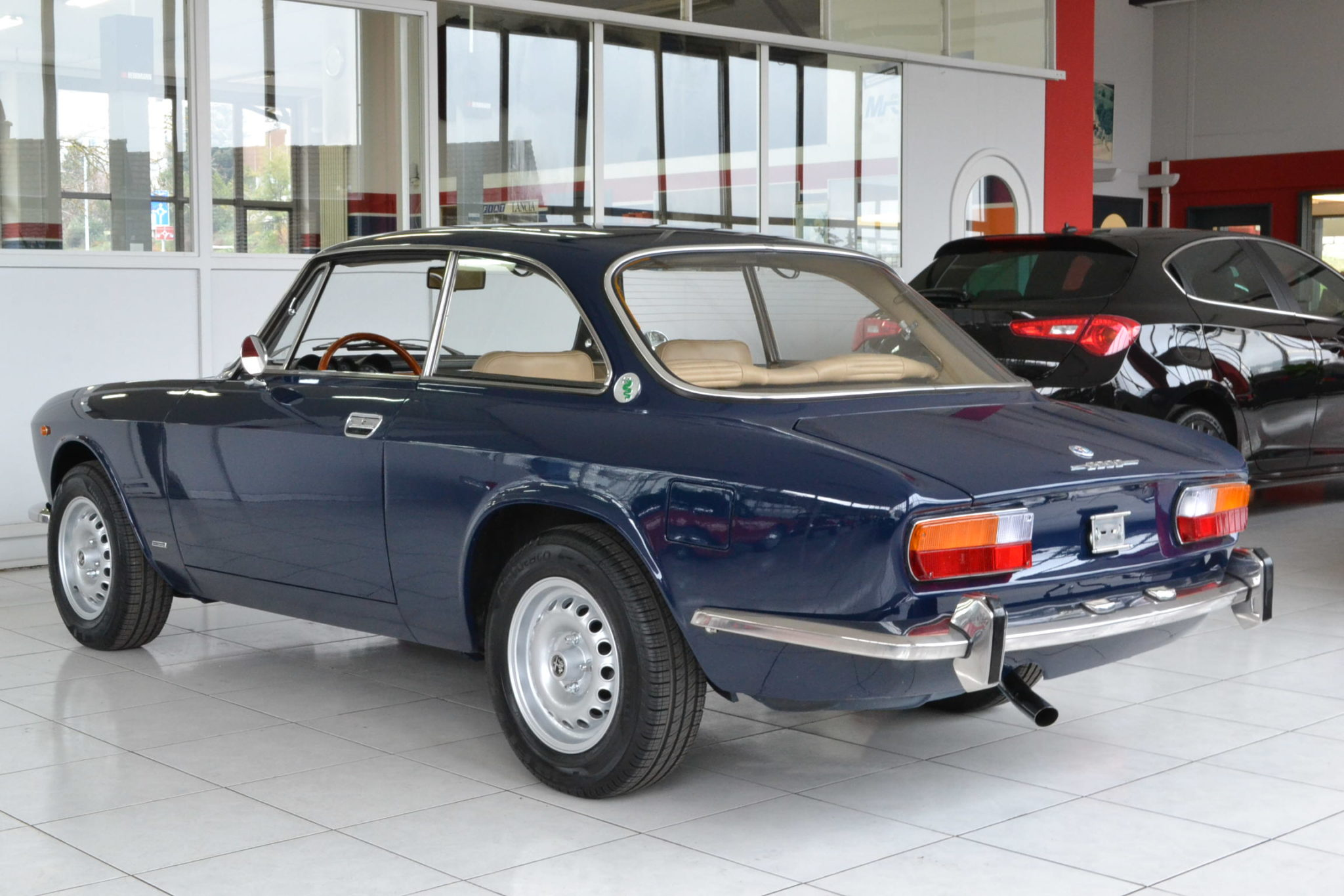 Scudetto Veloce MY 2016  7949 furthermore Alfa Romeo Gt 2000 Veloce Blu Olandese furthermore Imgview likewise Alfa romeo Giulietta as well 61 Alfa Romeo Giulietta Spider black 10. on alfa romeo spider veloce