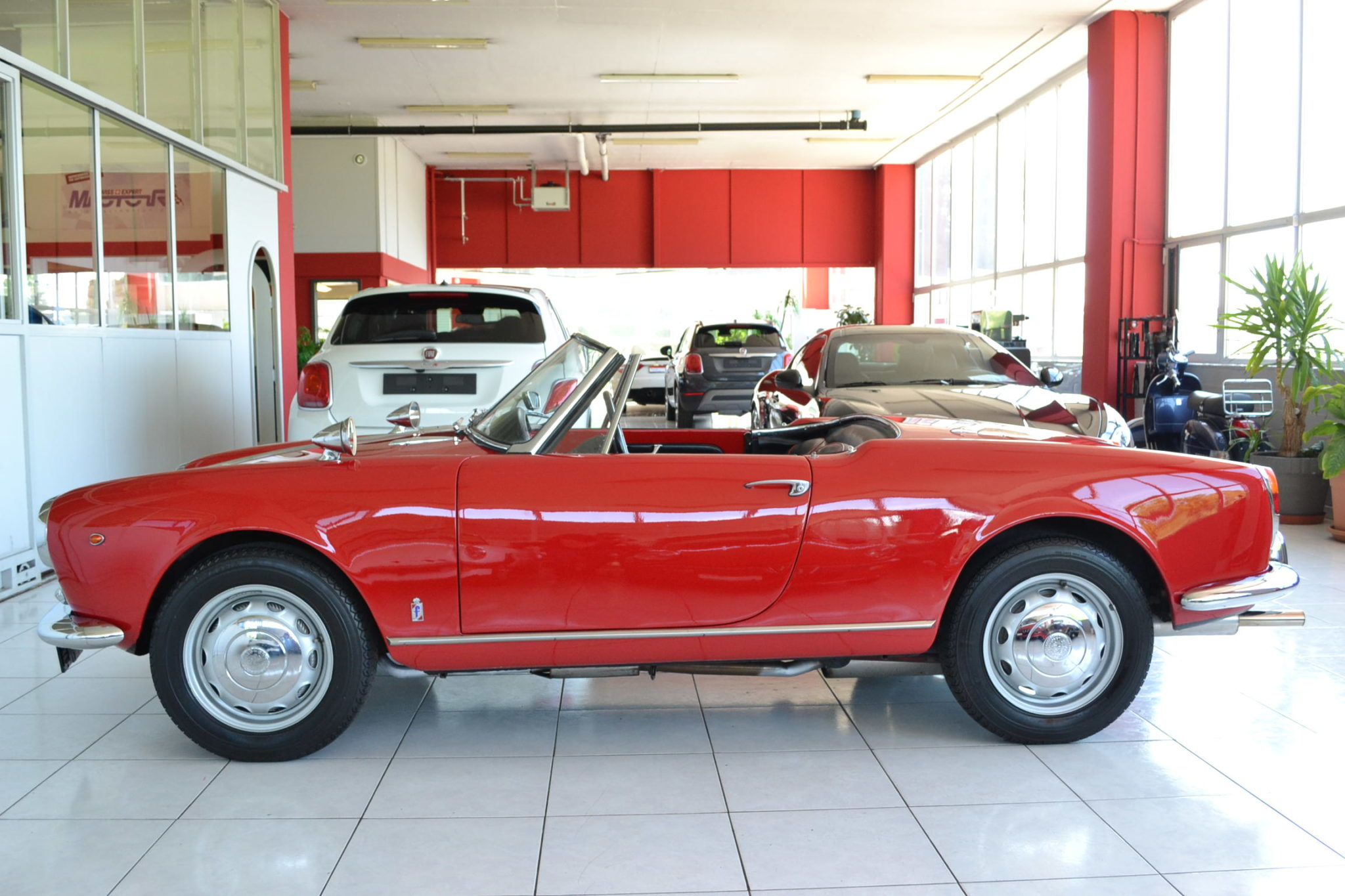 Alfa romeo giulietta spider rosso alfa garage vecchio for Garage alfa romeo 95