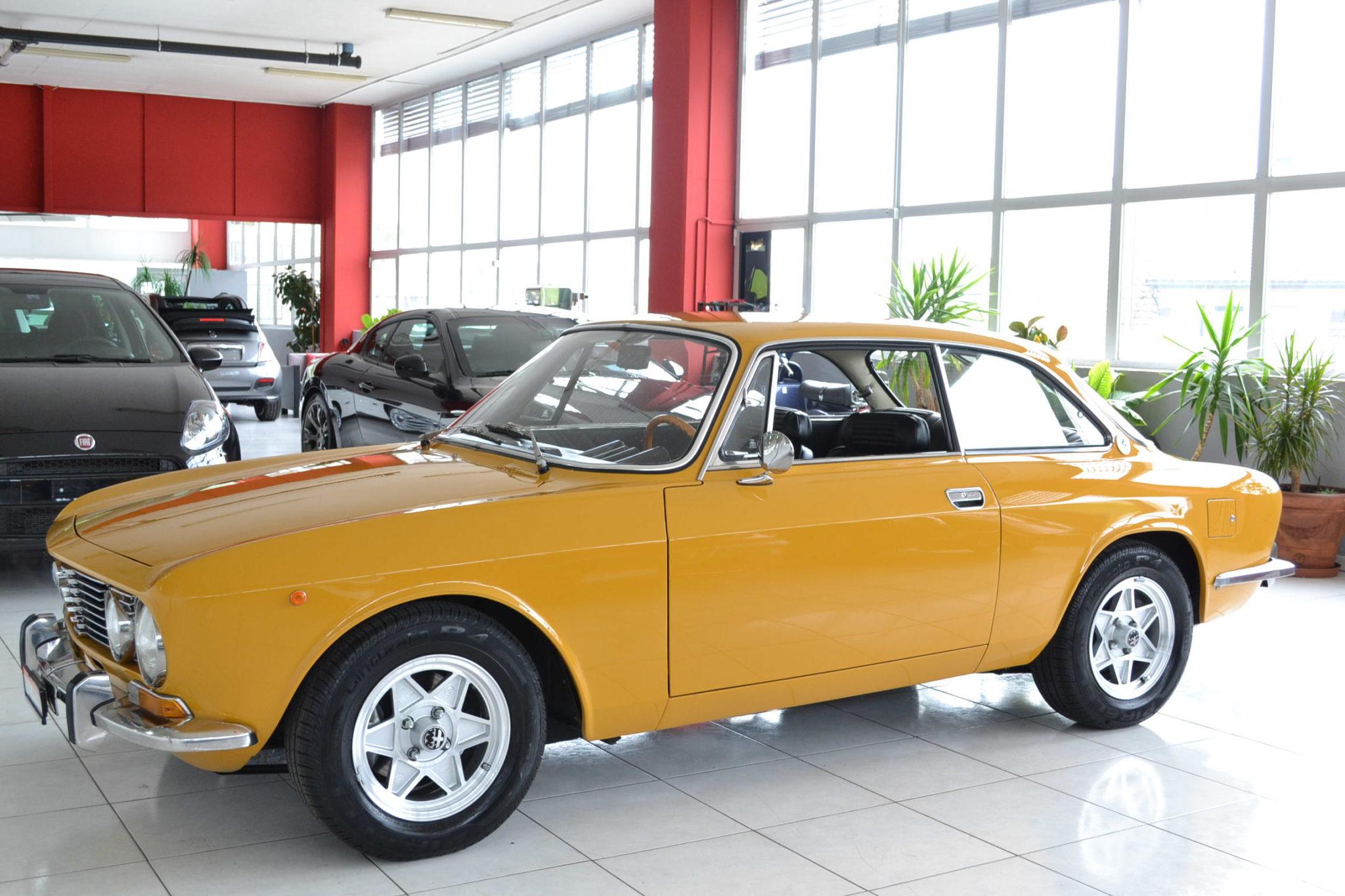 Alfa romeo gt 2000 giallo ocra garage vecchio for Garage alfa romeo 95