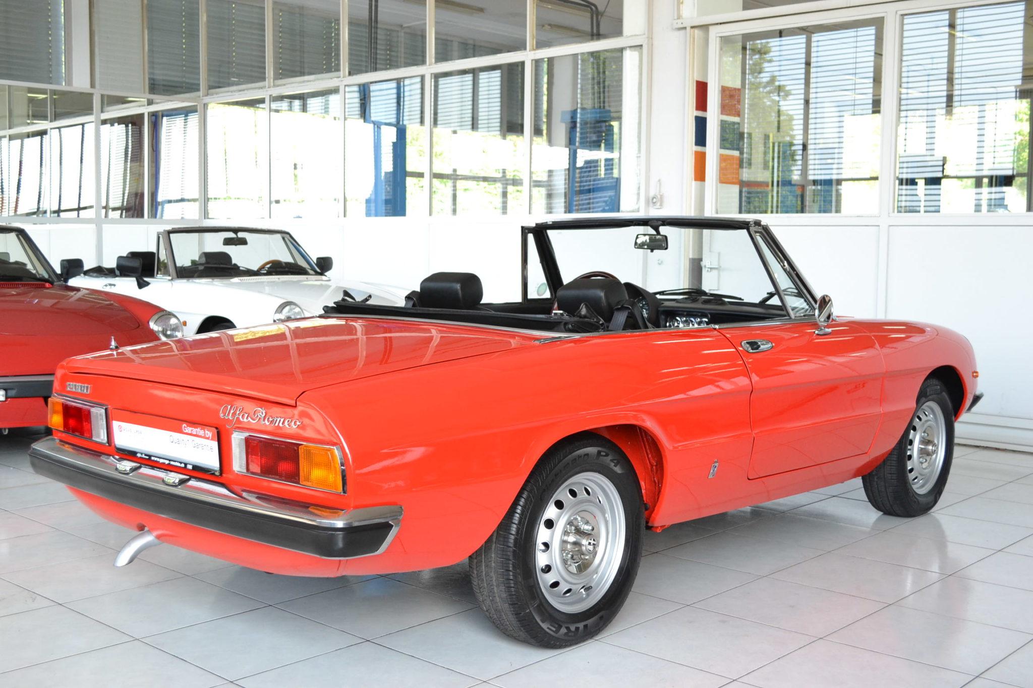 Alfa romeo 2000 spider veloce rosso pininfarina garage for Garage alfa romeo 95