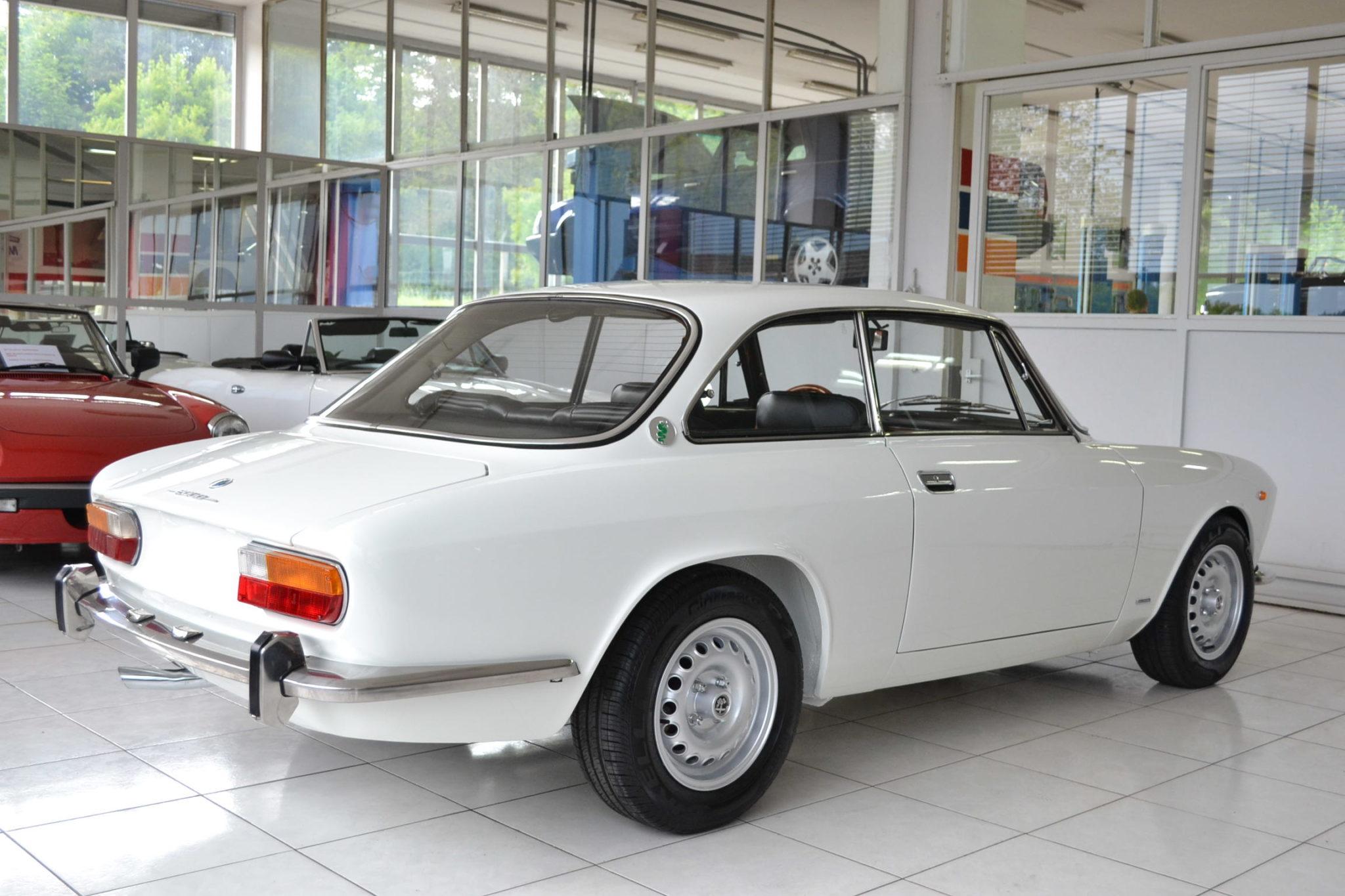 Alfa romeo gt 2000 veloce bianco spino garage vecchio for Garage alfa romeo 95
